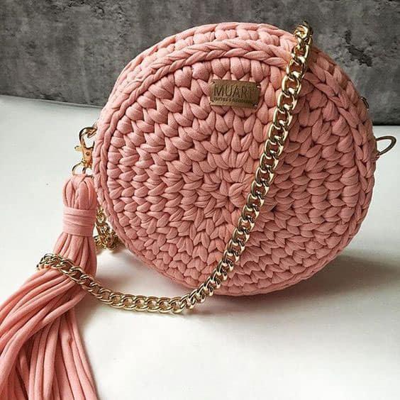 Bolsa redonda de crochê rosa