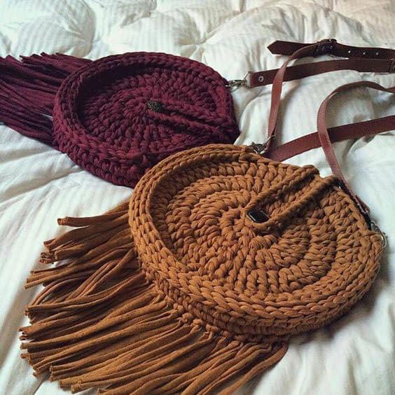 Bolsas coloridas de crochê