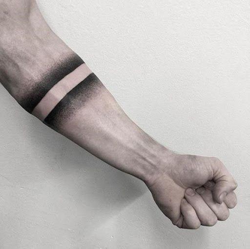 Bracelete no braço