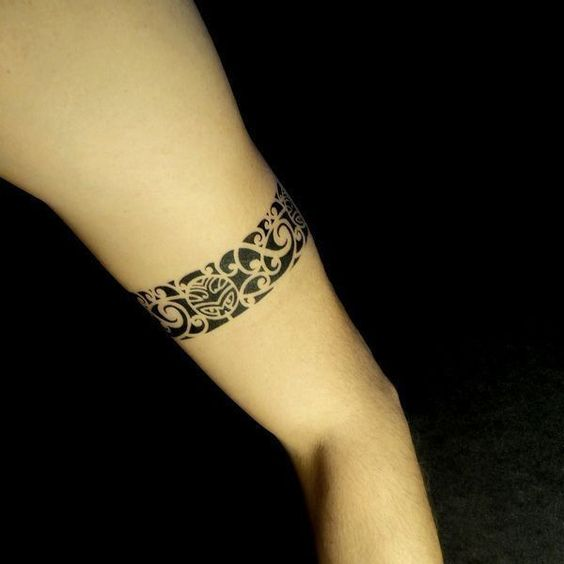 Bracelete tribal tattoo