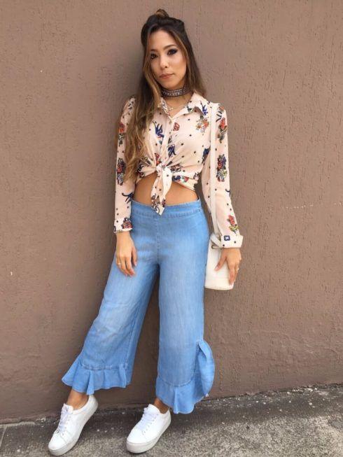 Cropped pantacourt jeans e tênis