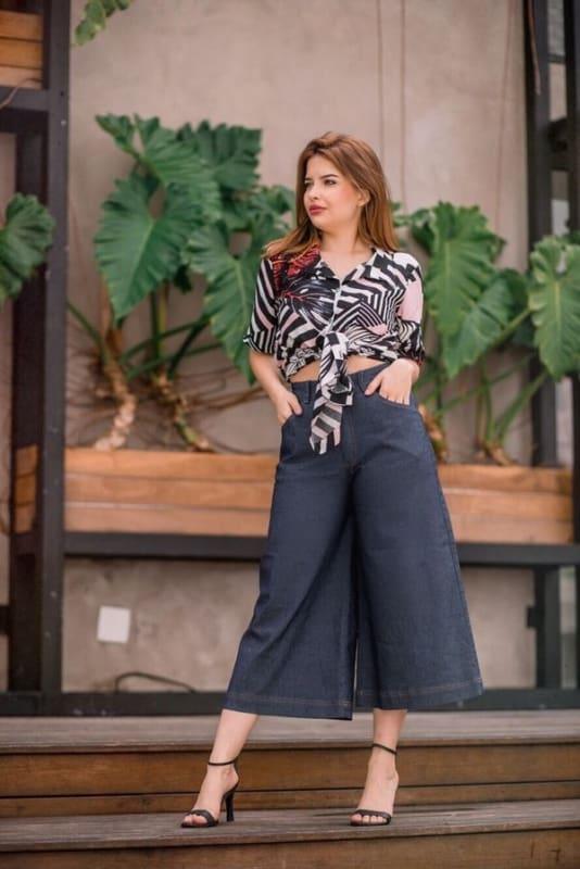 Dica de look chique com Pantacourt jeans escura
