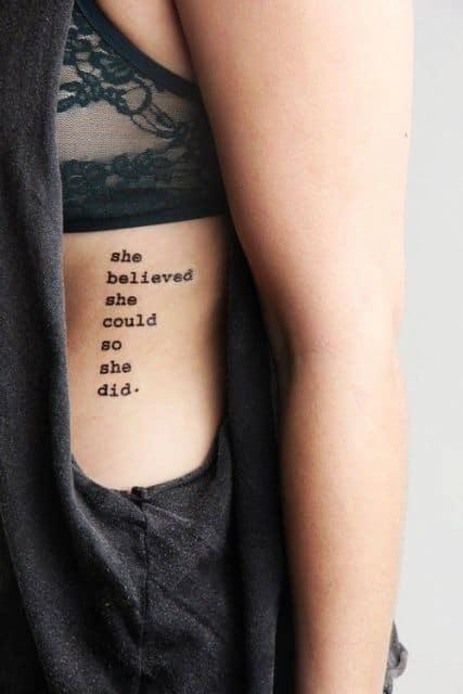 Frase com letra de máquina de escrever na costela