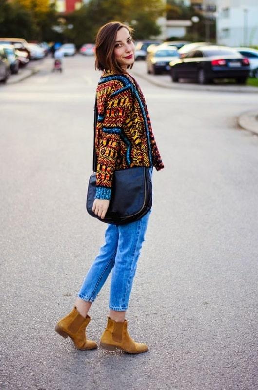 Jeans casaco estampado e bota caramelo chelsea
