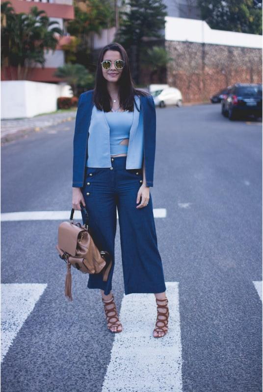 Look de trabalho com pantacourt jeans escura