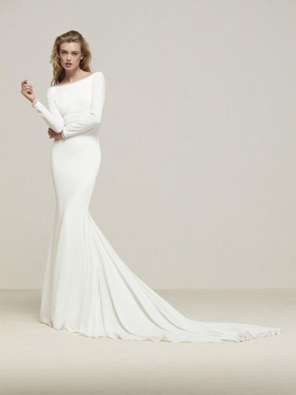 Modelo clássico de vestido sereia com manga longa