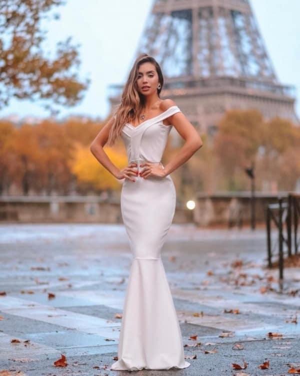 Noiva vestida com modelo sereia ombro a ombro