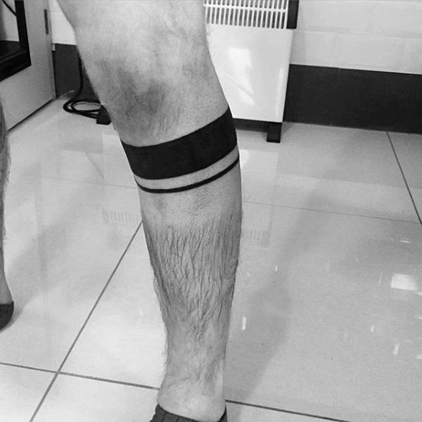 Tatuagem de bracelete na perna