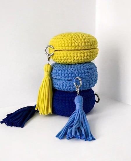Três opções de bolsas de crochê redondas