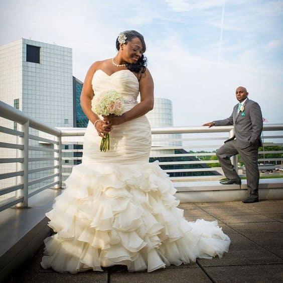 Vestido de noiva plus size sereia com babados