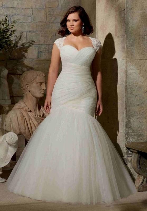 Vestido de noiva plus size sereia com drapeado