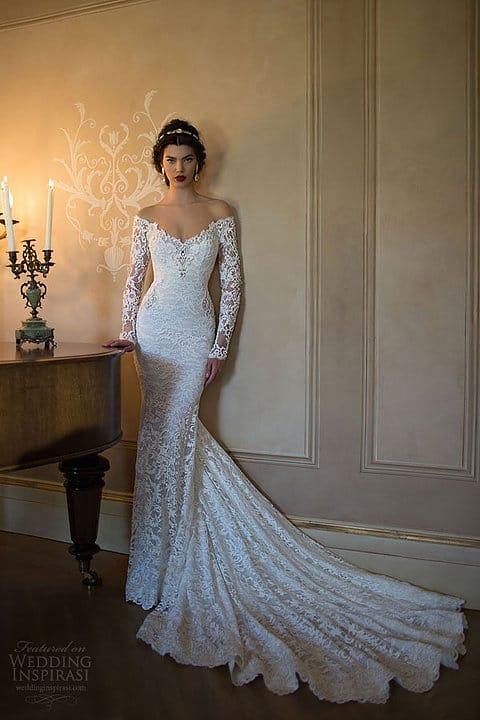 Vestido de noiva sereia com manga comprida e ombro a ombro