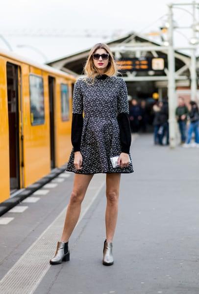Vestido estampado de inverno com chelsea boots