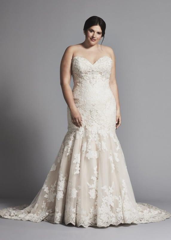 Vestido plus size de noiva sereia em renda