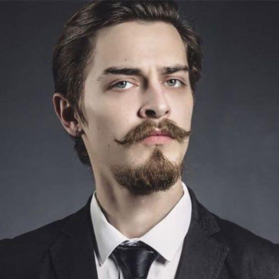 cavanhaque com bigode grande