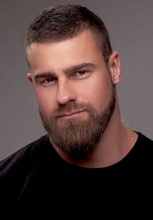 cavanhaque e barba grande