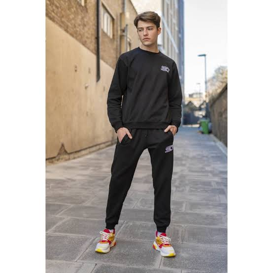 chunky sneakers men outfit colored