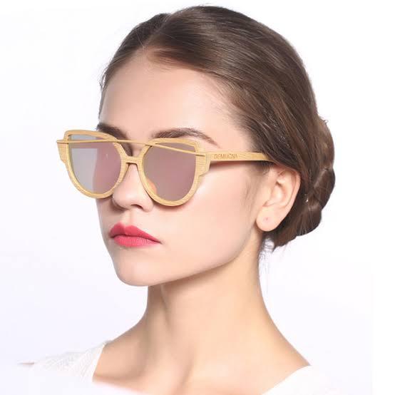 como usar óculos de madeira feminino