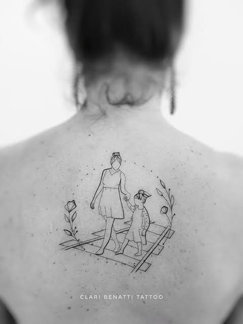linda tatuagem mãe nas costas