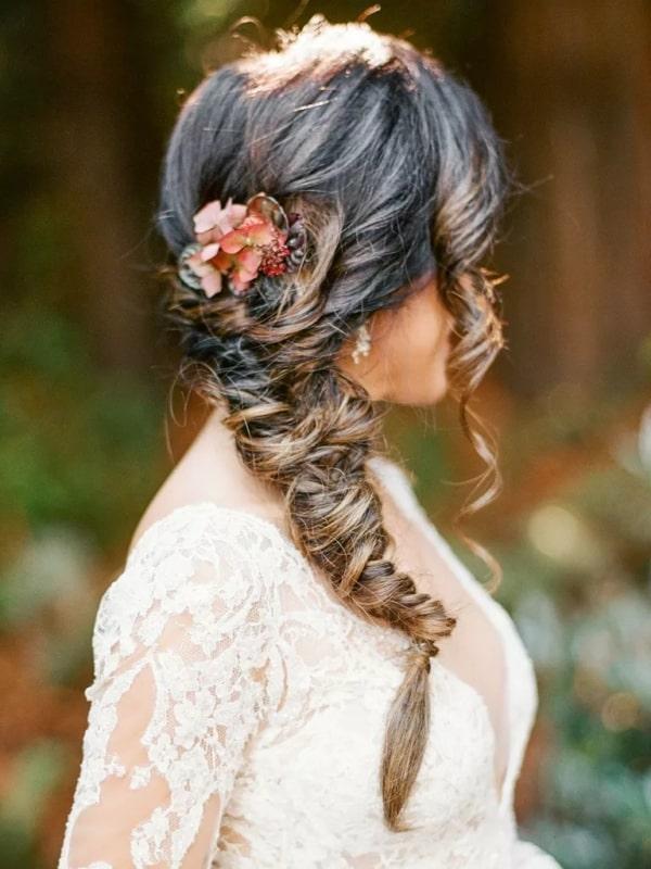 penteados de luxo com trança para noivas
