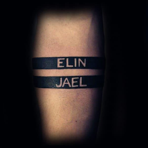 tatuagem de bracelete com nome