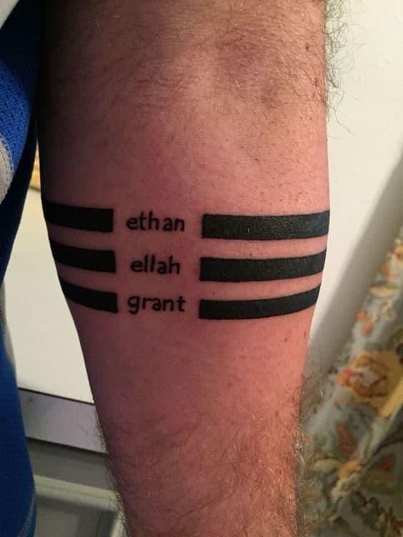 tatuagem de bracelete masculino com nome