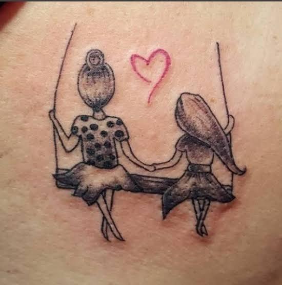 tatuagem mãe nas costas delicada