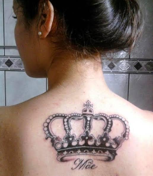 tatuagem mãe nas costas