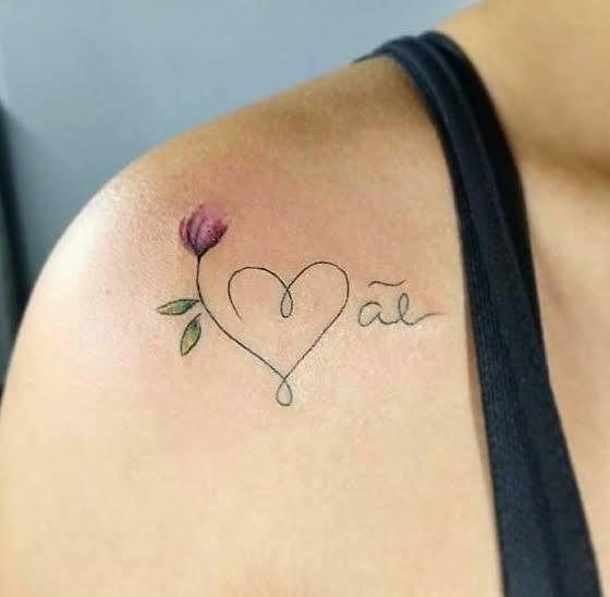 tatuagem mãe no ombro
