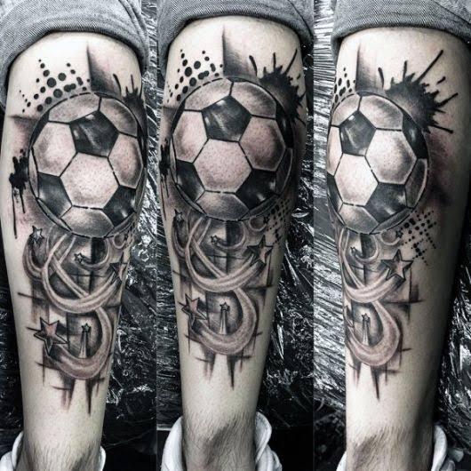 tatuagem na panturrilha masculina bola futebol