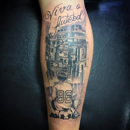 tatuagem na panturrilha masculina futebol