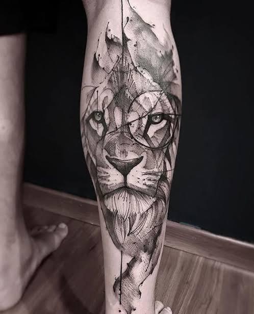 tatuagem na panturrilha masculina leão conceitual