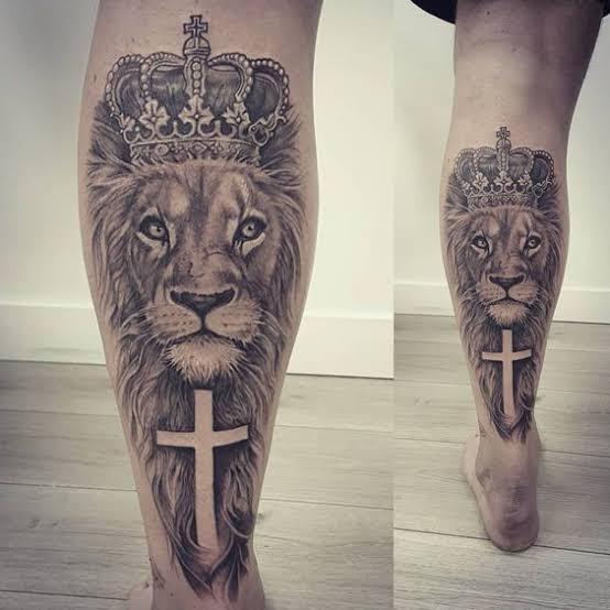 tatuagem na panturrilha masculina leão grande
