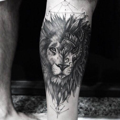 tatuagem na panturrilha masculina leão sombreado