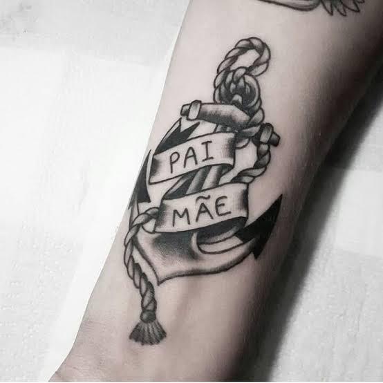 tatuagem na perna para mãe e pai