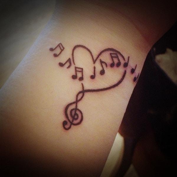 tatuagem no pulso de música