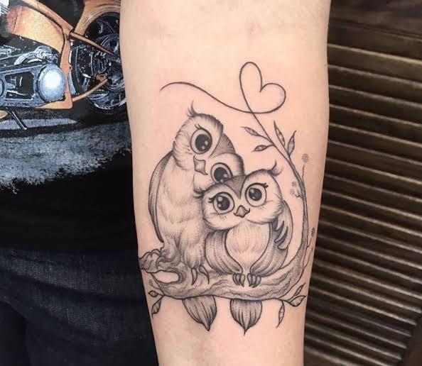 tatuagem para mãe no braço coruja