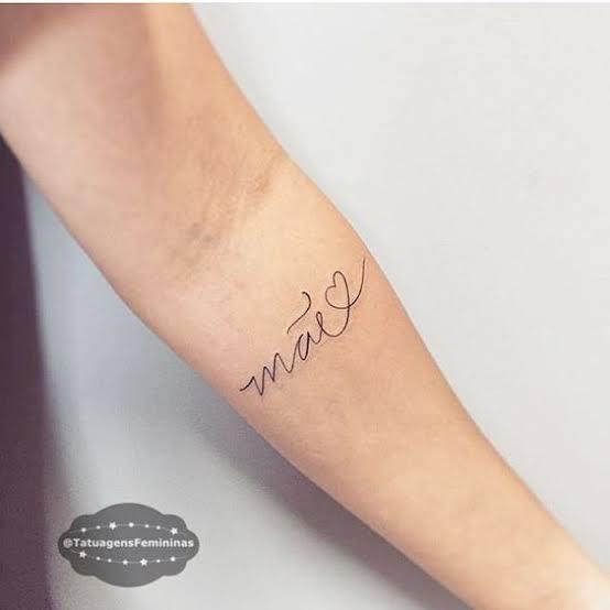 tatuagem para mãe no braço delicada