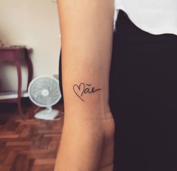tatuagem para mãe no braço pequena
