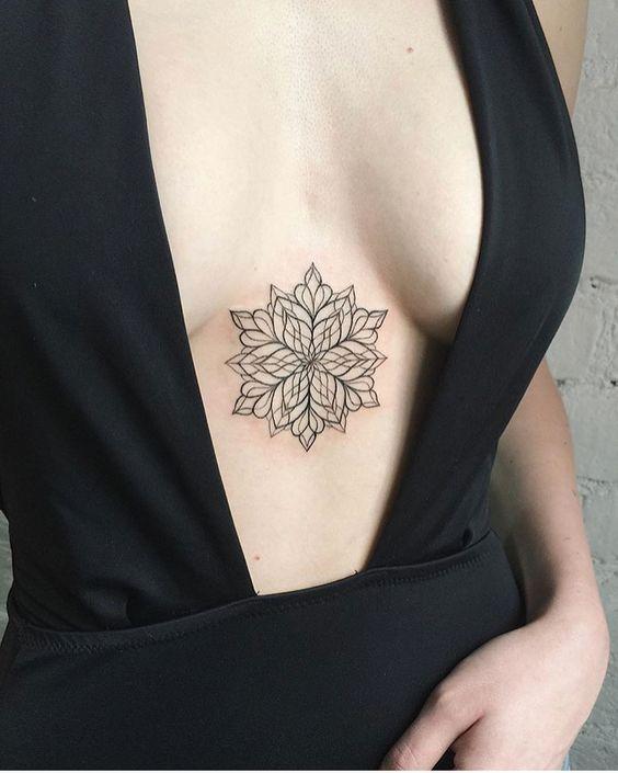 tatuagem delicada de mandala