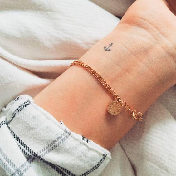 tatuagem pequena de âncora