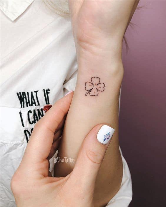 tatuagem de trevo de 4 folhas