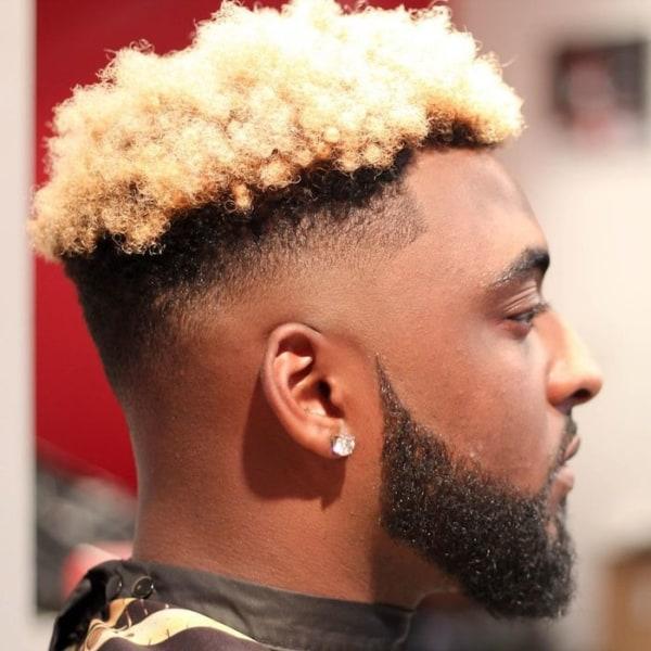 cabelo crespo masculino curto e loiro