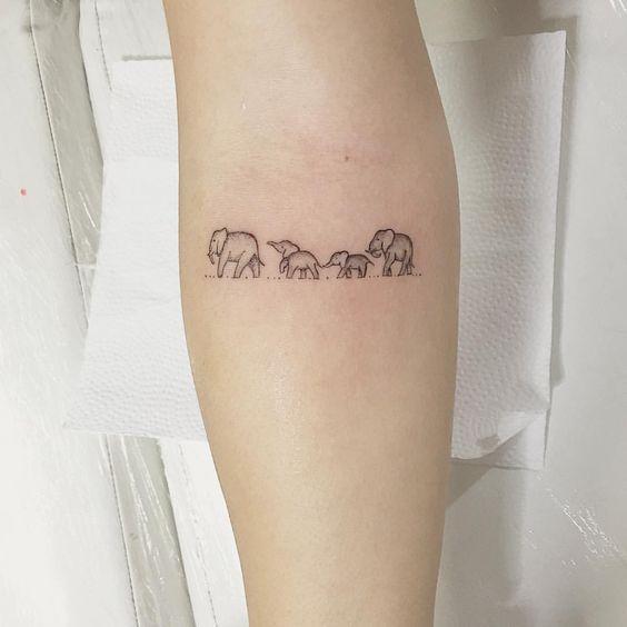 tatuagem família de elefantes