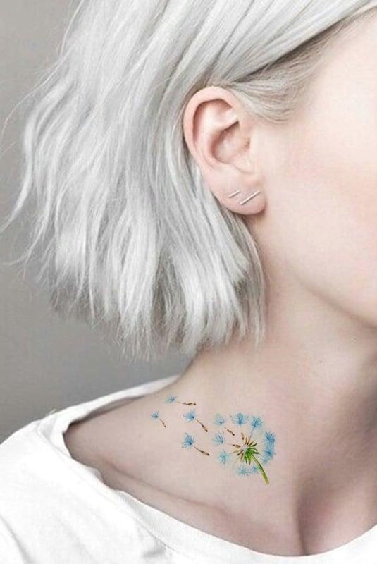 tatuagem feminina no pescoço