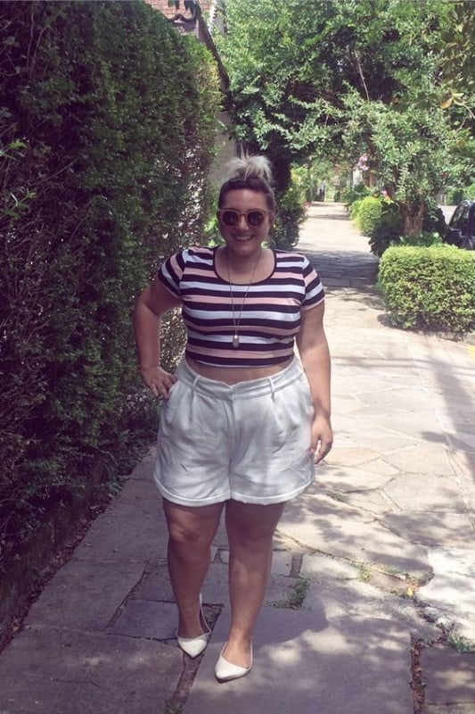 look plus size com short branco