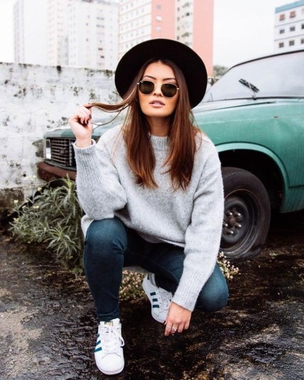 Chapéu e óculos são acessórios usados por garotas Tumblr