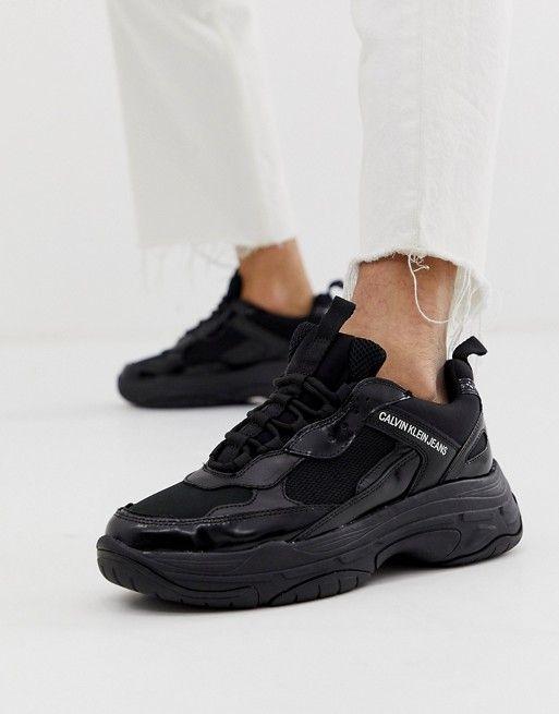 Close no tênis chunky feminino preto