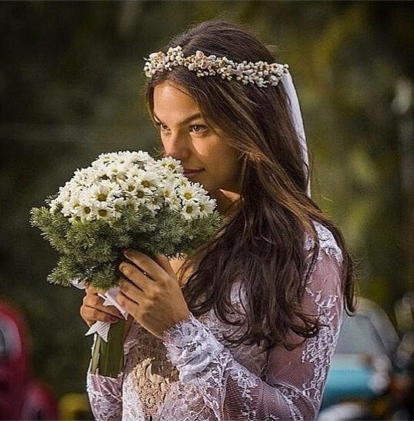 Grinalda com mini flores para cabelo solto