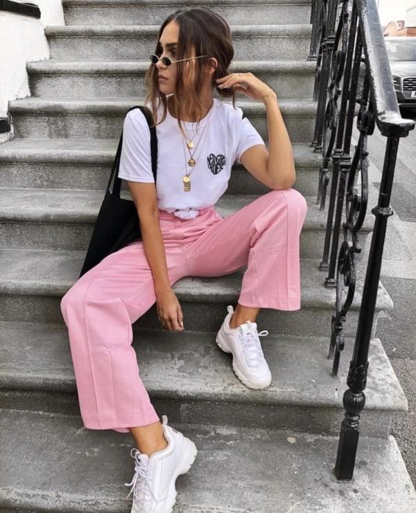 Ideia de look feminino com tênis chunky
